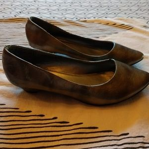 8W Cato faux patent leather pewter low heel